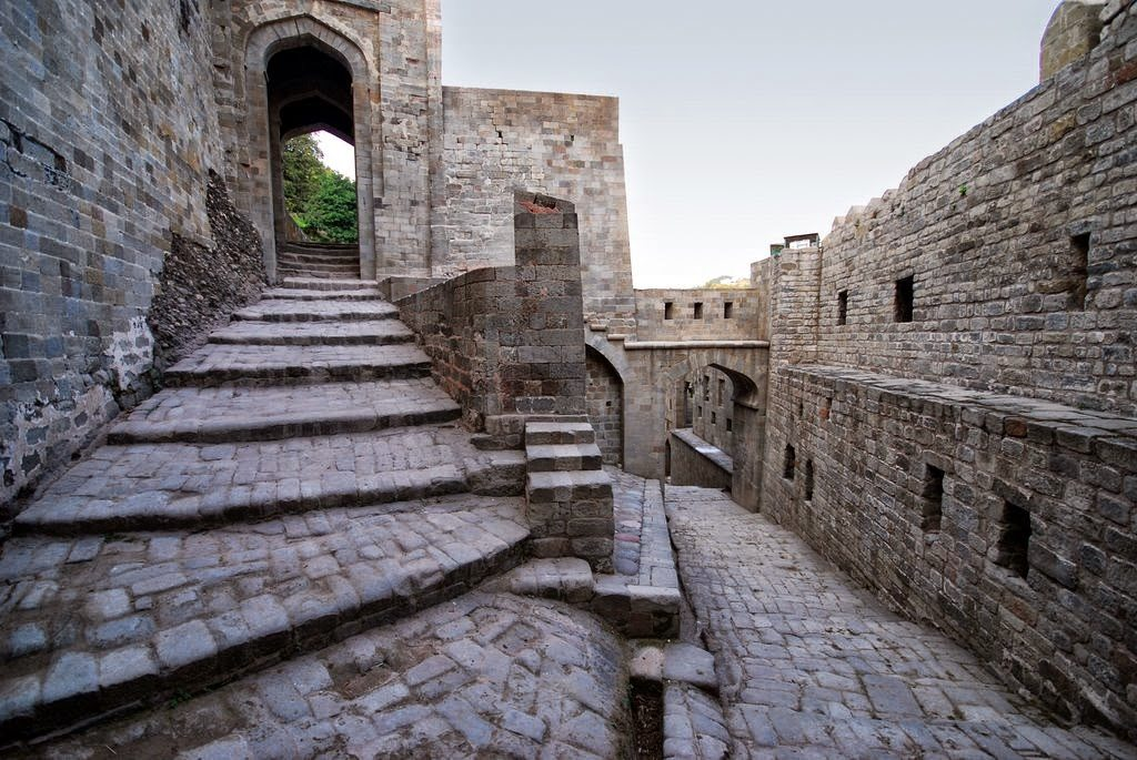 kangra Fort-acchajee_blogs